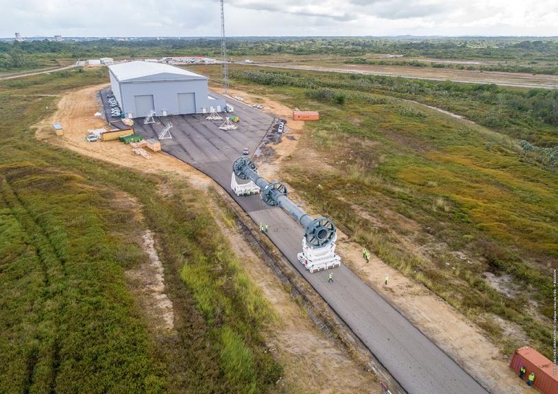 Transfert de maquette du bâtiment d'assemblage lanceur à la zone de lancement
