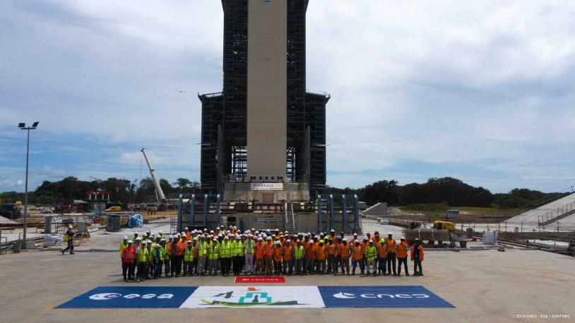 Les équipes impliquées sur le chantier du massif de lancement.